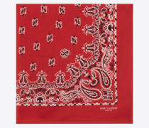 quadratischer bandanaschal aus baumwolle mit rot-weißem paisleymuster