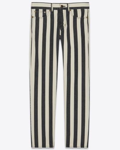 Boyfriend-Jeans aus schwarz-weiß gestreiftem Stonewash-Denim