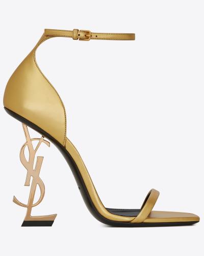OPYUM Sandale aus Glattleder mit goldfarbenem Absatz