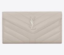 Großes LOULOU Portemonnaie aus elfenbeinfarbenem Glanzleder mit Y-Steppnähten und Klappe