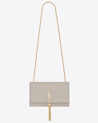 Mittlere KATE Tasche aus Leder mit Grain-de-Poudre-Struktur und Quaste