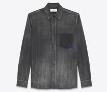 Oversize-Hemd aus mittelschwarzem Vintage-Denim mit angedeuteter, bestickter Tasche