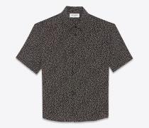 hemd aus schwarzem crêpe-de-chine mit schneeflockenprint und yves-kragen