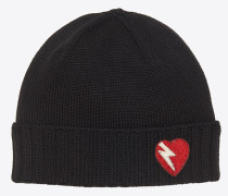 Strickmütze aus schwarzer und roter Wolle mit Blitz- und Herzpatch