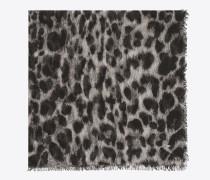 animalier großer quadratischer schal mit grauen und schwarzen großen leopardentupfen