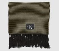 Besonders langer Schal