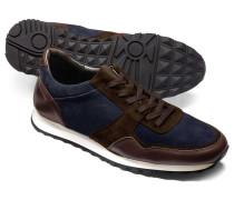 Sneakers in Marineblau und Braun