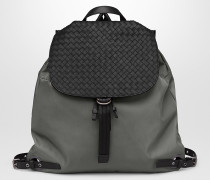 RUCKSACK AUS TECHNISCHEM CANVAS UND KALBSLEDER INTRECCIATO IN NEW LIGHT GREY
