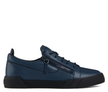 THE SHARK 5.0 LOW Low top sneakers