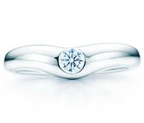 Elsa Peretti® geschwungener Ehering mit einem Diamanten in Platin