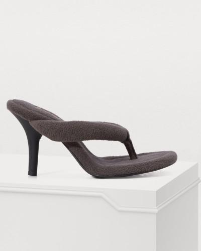 Schwarze Sandalen aus Molton