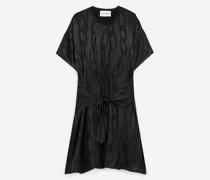 Kleid mit passendem Kettenmotiv