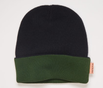 Black/green Reversible beanie