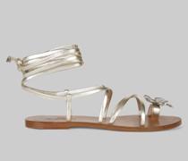 Flache Sandalen mit Schmetterlingsdekor