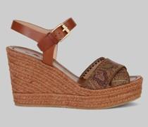 Sandalen mit Keilabsatz mit Flechtverarbeitung