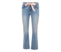 Weite Jeans mit Bindegürtel
