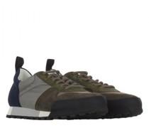 Sneaker in Colour-Block-Optik