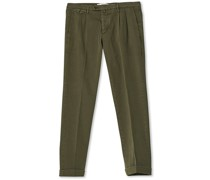 Easy Fit Pleated Baumwoll Chinohose Olive