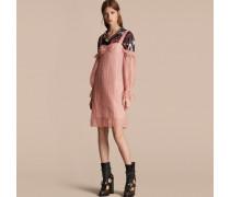 Schulterfreies Kleid im Korsettstil aus Tüll mit Stickerei