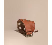 Gürtel aus genarbtem Leder mit Ösendetail