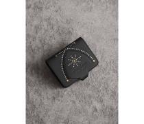 Nietenbesetztes Kartenetui aus Leder mit Wappenschilddesign