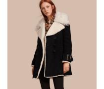 Zweireihiger Mantel aus Veloursleder und Lammfell
