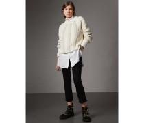 Jeans mit kürzerer Beinpartie und Fransendetail