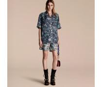 Kurzärmelige Seidenbluse im Pyjamastil mit floralem Muster
