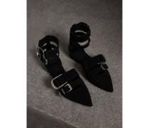 Spitz zulaufende Sandalen aus Veloursleder mit Schnallendetail