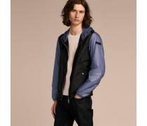 Besonders leichte Jacke in Zweitonoptik mit Kapuze