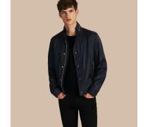 Jacke aus technischer Faser mit packbarer Kapuze