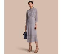 Kleid aus Seidenkrepon mit Spitzendetail