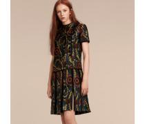 Kleid aus floralem Jacquardgewebe mit niedrig angesetzter Taille