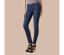Jeans aus Power-Stretch mit niedriger Leibhöhe und sehr enger Passform