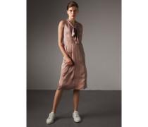 Kleid aus Seidensatin mit Schleifendetail am Ausschnitt