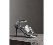 Sandalen aus Metallic-Leder mit Troddeln