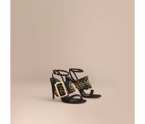 Sandalen aus Veloursleder mit Ziernieten und Schnallendetail