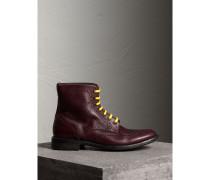 Brogue-Stiefel aus genarbtem Leder mit farbenfrohem Schnürverschluss