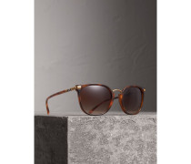 Sonnenbrille mit eckigem Gestell und Karodetail