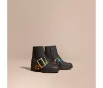 The Buckle Boot aus gummiertem Leder und Natternleder