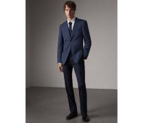 Modern geschnittener Anzug aus Stretchwolle