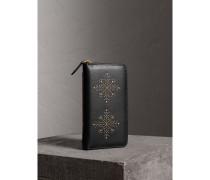 Nietenbesetzte Brieftasche aus Leder mit umlaufendem Reißverschluss