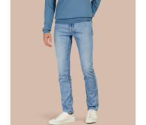 Schmal geschnittene Jeans aus komfortablem japanischem Stretchdenim