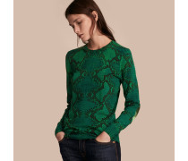 Pullover aus Merinowolle mit Pythonmuster und Check-Detail