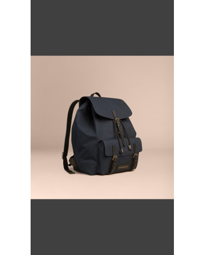 burberry brit herren rucksack aus baumwollcanvas reduziert. Black Bedroom Furniture Sets. Home Design Ideas