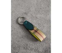 Schlüsselanhänger aus Haymarket Check-Gewebe und Leder in Zweitonoptik