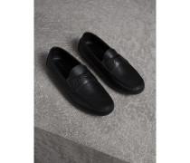 Loafer aus genarbtem Leder mit graviertem Check-Detail