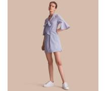 Gestreiftes Hemdkleid mit Glockenärmeln und Schleifendetail am Ausschnitt