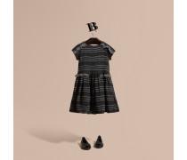 Kleid aus Seidenkrepon mit Steppnahtdetail