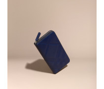 Brieftasche aus Leder mit Check-Prägung und umlaufendem Reißverschluss